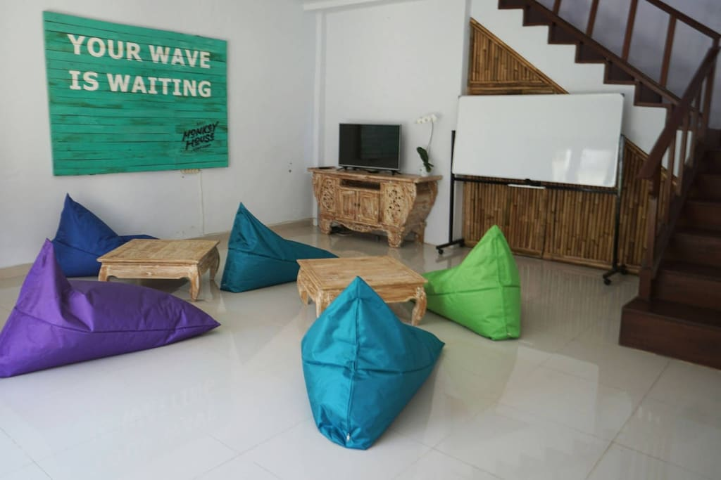 TV Lounge - Bali Monkey House_Surf Camp, Canggu