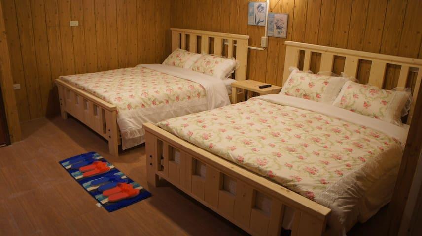 清境好家寨別館溫馨四人房,景觀美景盡收眼底,高級床組擁有旅途中的好睡眠