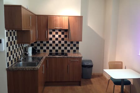 Self contained 1 Bed Flat - Swansea - Lakás