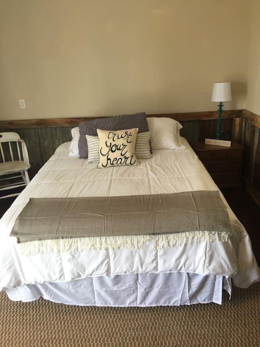 Guest bed full/queen