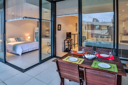 Beacon Rock Deluxe 3 Bed Apartment - Umhlanga