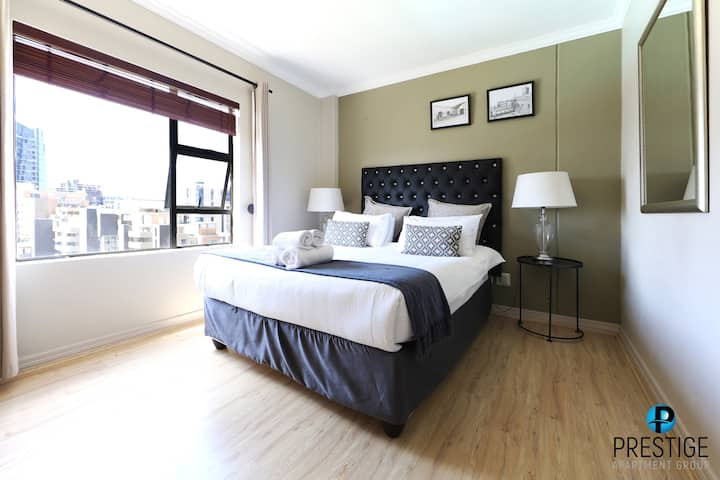 Sophisticated Apartment - Central Sandton