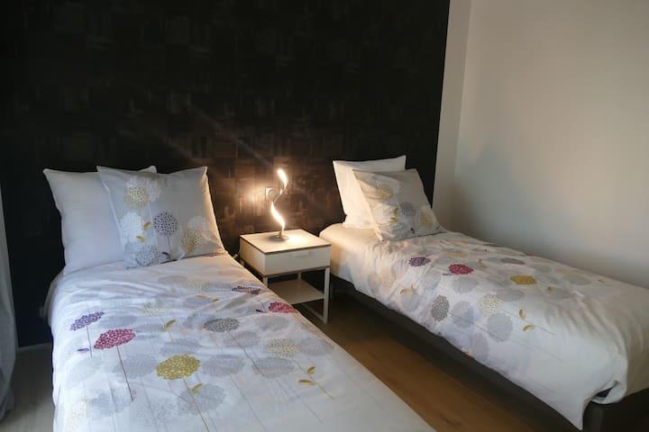 chambre  (80x200) peut se mettre en 1 seul lit