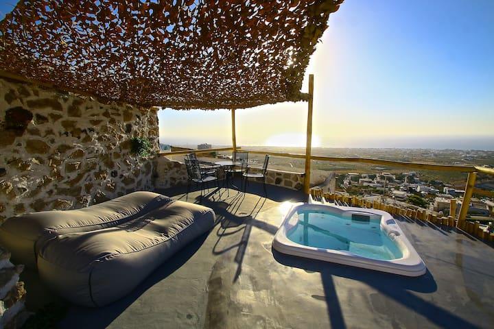 Karpimo & Fertimo Suites, Villa Adrala