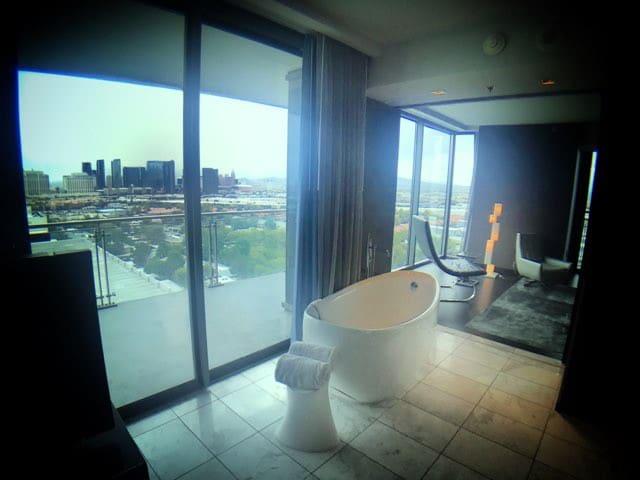 PALMS PLACE Luxury Condo w/AMAZING Strip View