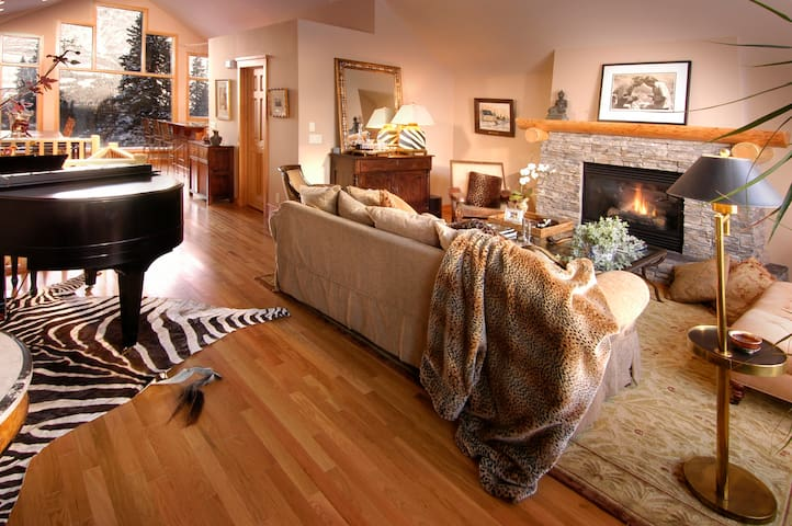 Canmore Elegant Romantic Getaway  with Great Views