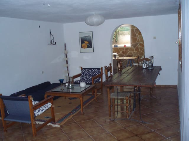 House 130 sqm 10 min from the beach - Kineta - Huis