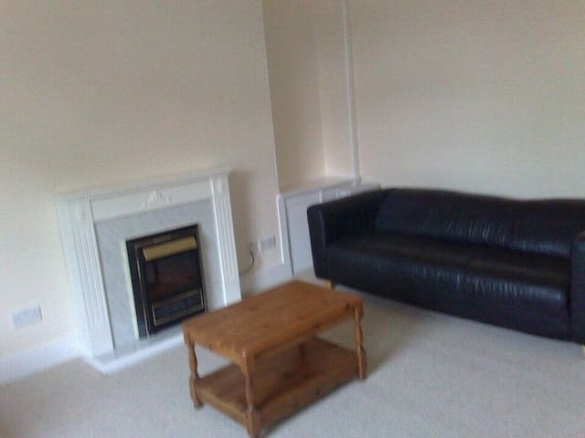 1 Bedroom Small, clean apartment.Budget,cheap stay