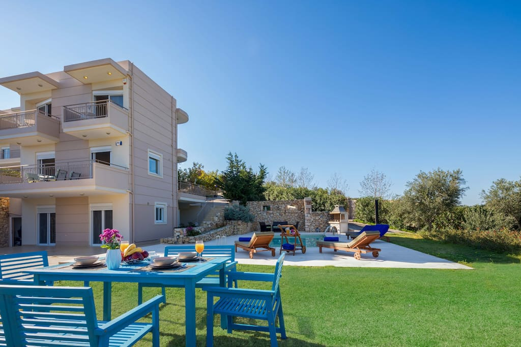 Big outdoor area with: swimming pool, barbecue, seating areas, dining areas, sun beds, umbrellas, etc.