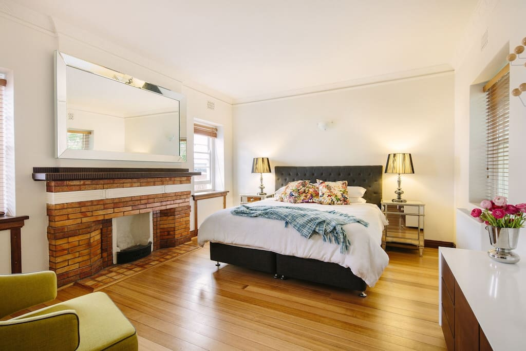 Enormous master bedroom with King size bed & Foxtel!