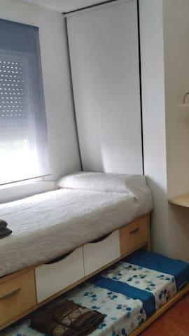 Dormitorio 2, cama de 90x190 y supletoria
