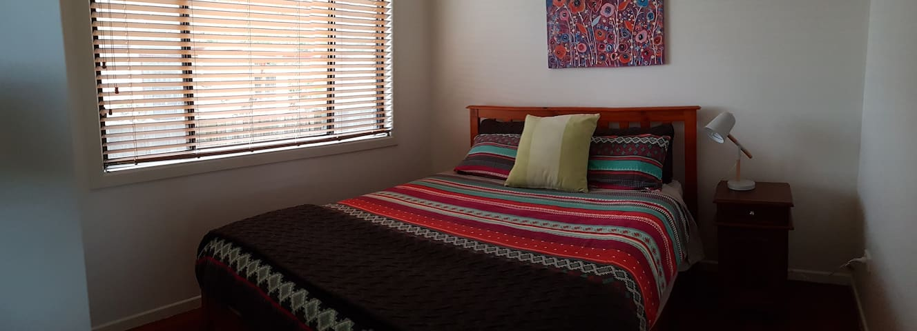 3 bedroom with queen bed
