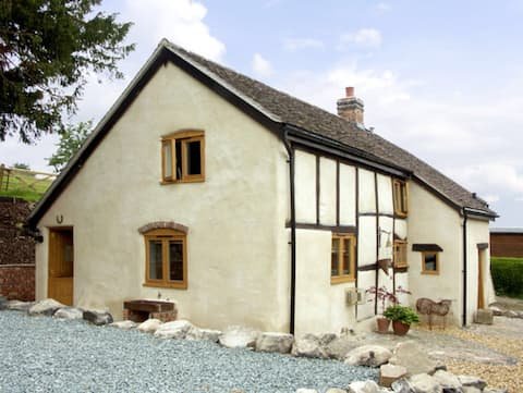 Cosy Cottage in Rural Stretton Hills