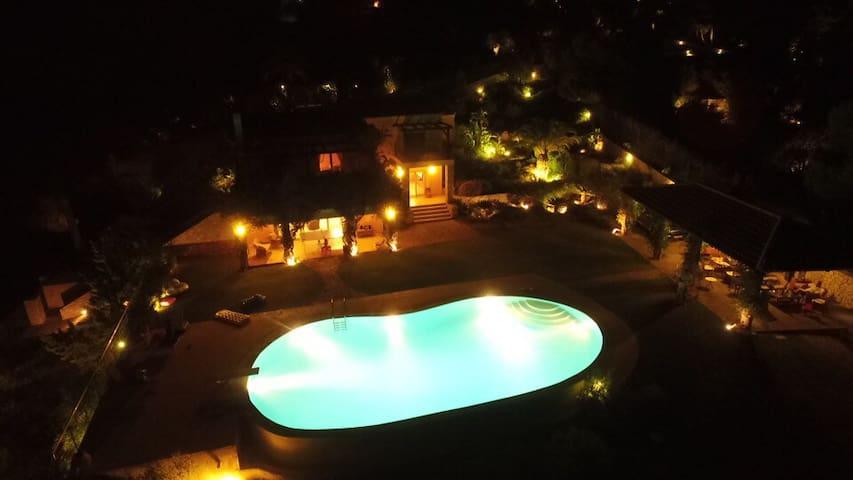 Unique villa with pool and private beach