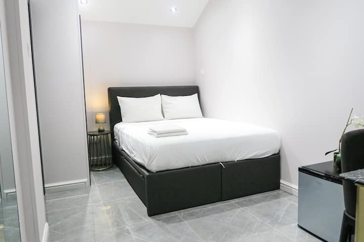 Comfy Room Suite/Wifi @ Orchard/Somerset Area