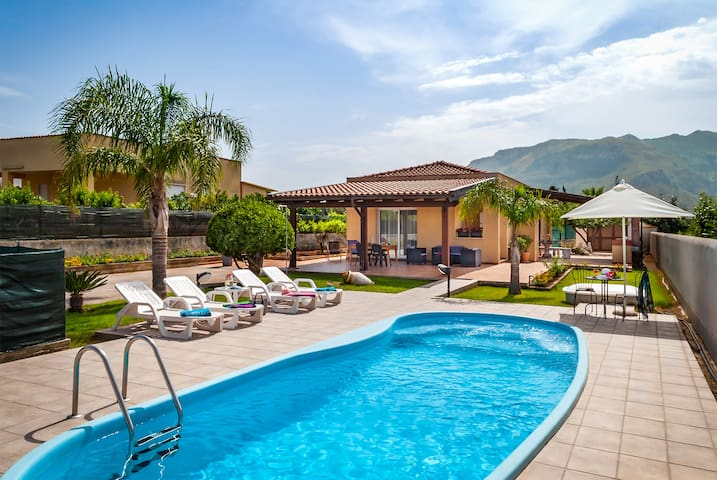 COZY VILLA WITH POOL Splendid Holiday for Families