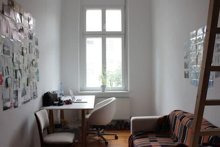 Cosy WG room in Tempelhof! - Apartment