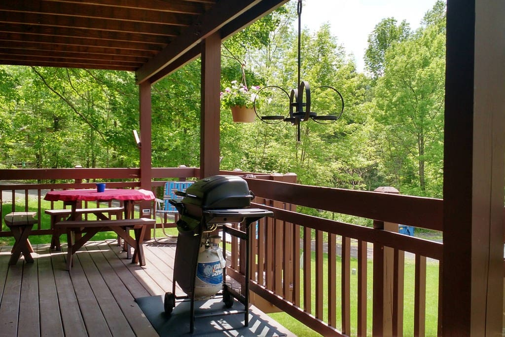 Private 1st floor deck with grill