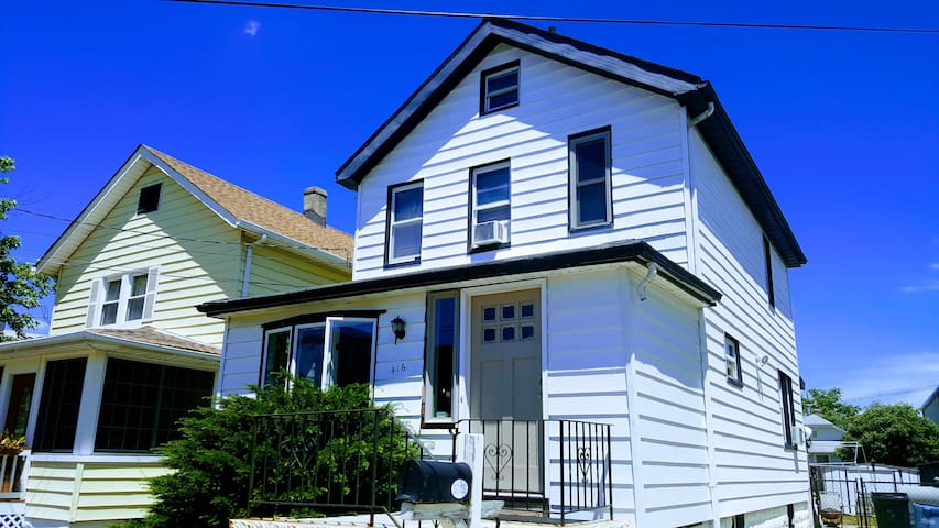 COMFORTABLE HOME BY BEACHES CLOSE TO EVERYTHING! 2