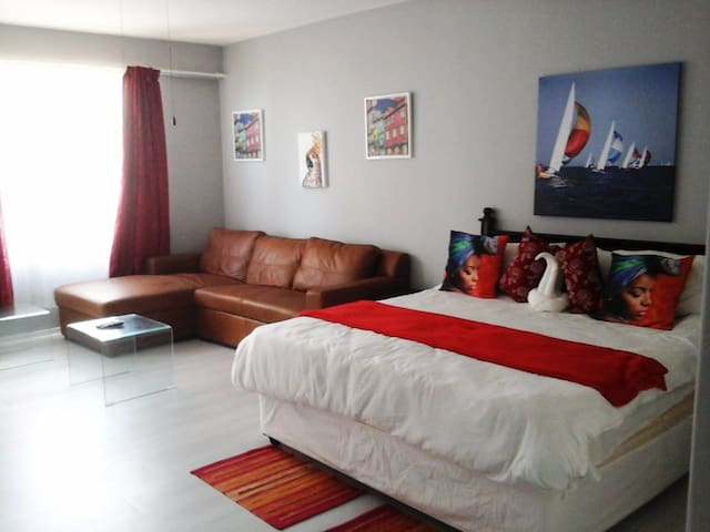 DURBAN BEACH FRONT APARTMENT