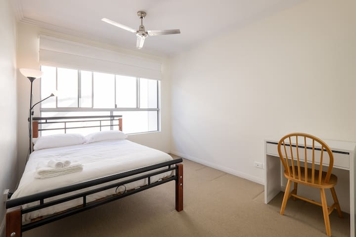Inner city room + own bathroom - Teneriffe - Departamento