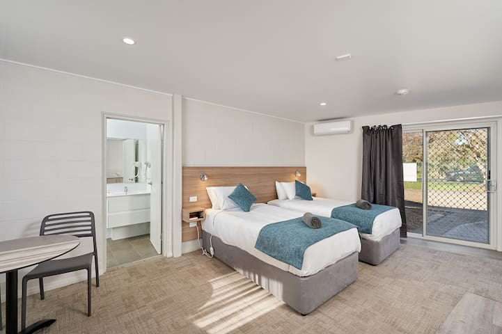 Gundagai Tourist Suites- Twin Suite