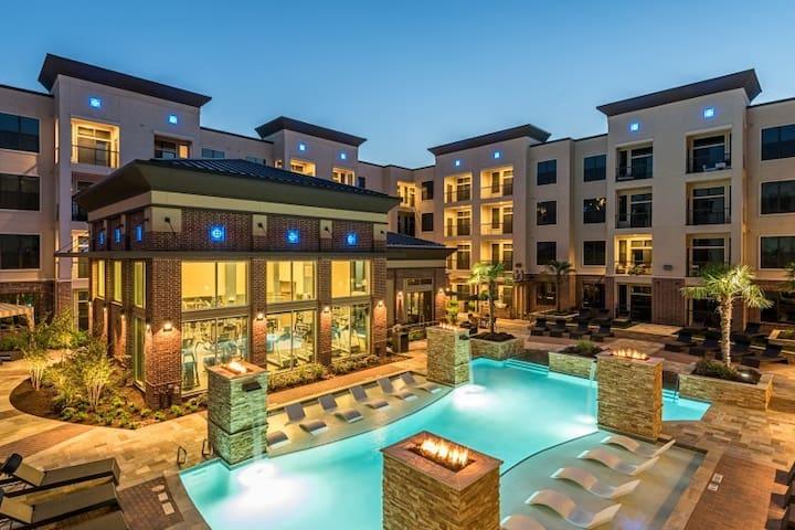 Uptown Houston Luxury Apartment | GYM | POOL |VIEW