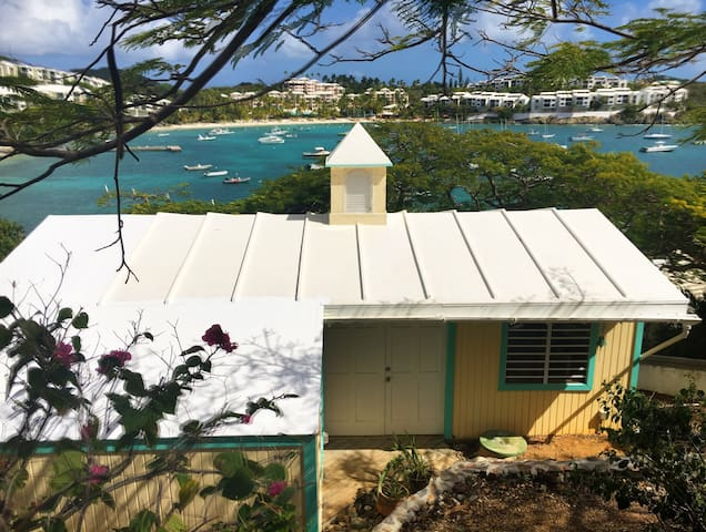 Newly renovated oceanfront cottage! - Saint Thomas - Cabaña