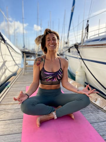 "Sailing Boat room ""layback"" with Breakfast & Yoga"