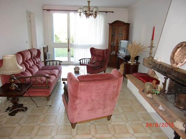 Etampes maison proche rer C - Étampes - Dům