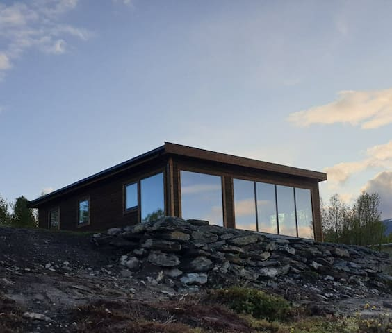 New luxury cabin with panoramic view, Lyngen.