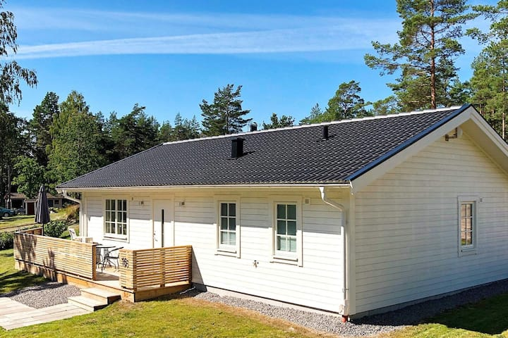 6 person holiday home in FIGEHOLM