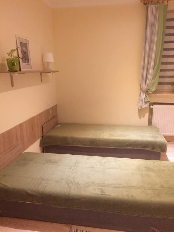 pokój 3 osobowy z łazienką nr 3,na piętrze,