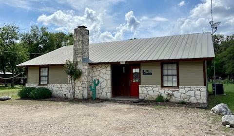 Frio Bravo Cabin -Great Location -Sleeps 12-16