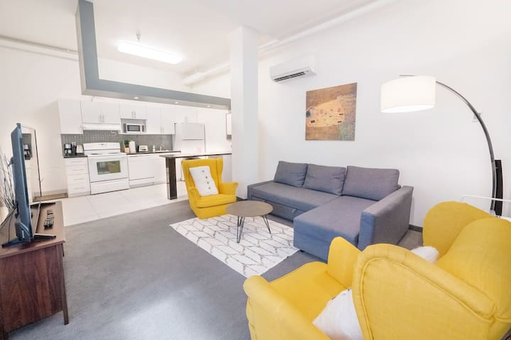 ✮Cozy King Bed Loft! Downtown Exchange MTS Centre✮