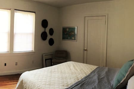 Cozy Room in South Knoxville - Knoxville