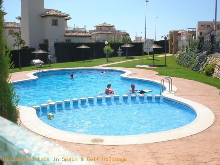 playa-flamenca-3-bed-house-pool