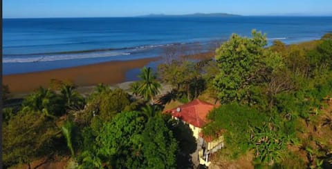 Such a Deal! Private 3b/3b house on the beach!