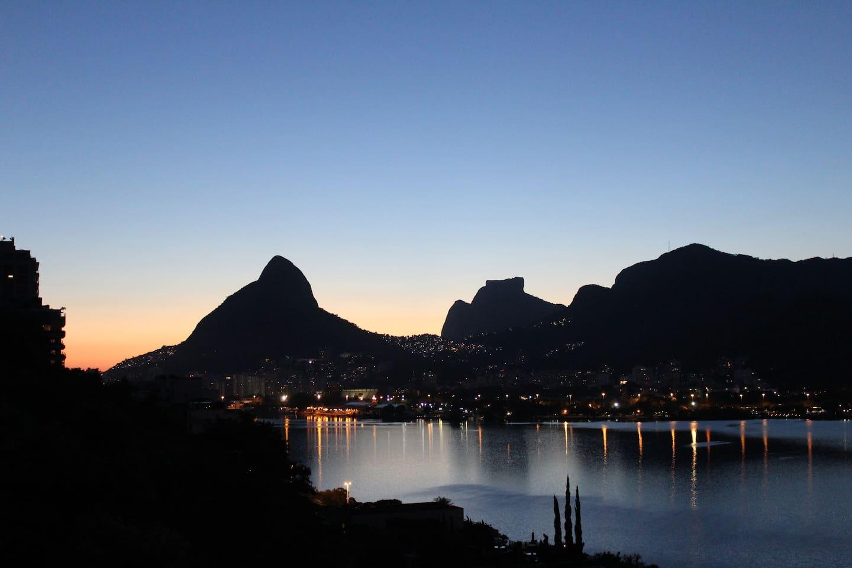 Confortável e aconchegante 04 quartos com linda vista da Lagoa/Rio de Janeiro