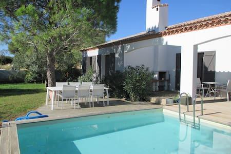 Grande villa avec piscine et jardin arboré - Bages - Villa