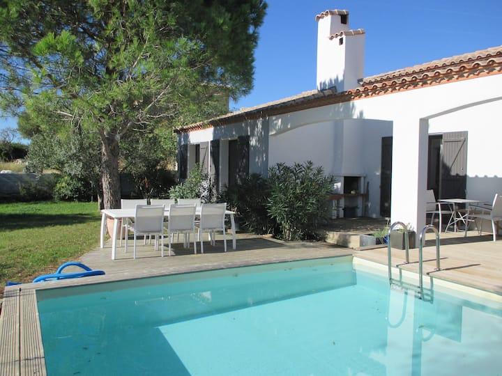 Grande villa avec piscine et jardin arboré