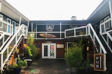 Salt Hotel & Pub: elemental hospitality - Ilwaco