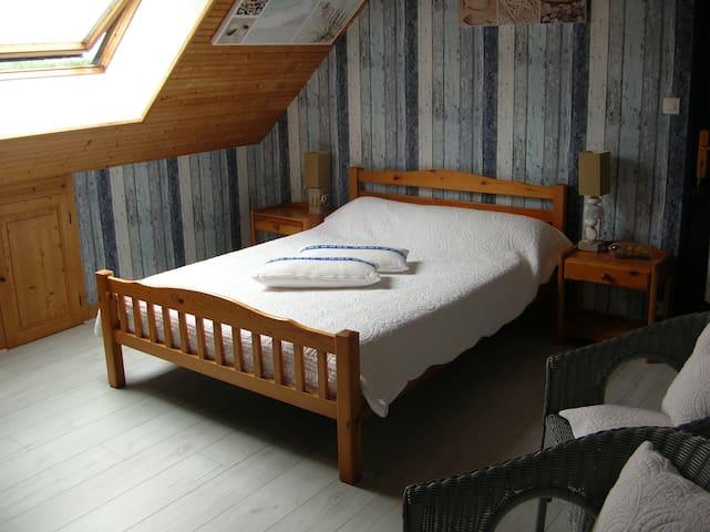 Chambre proche de la baie de la Hougue/Tatihou.