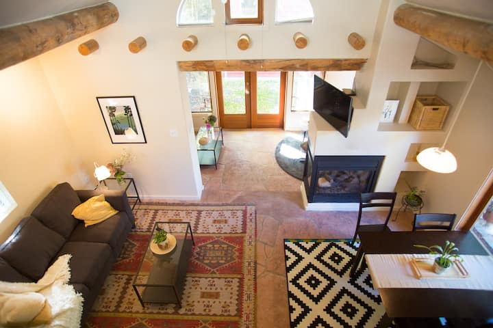 Hamlin Street Casa- charming cottage steps from UW