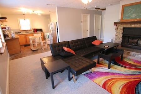 Unique and Cozy 2BR home 5 min drive to Downtown