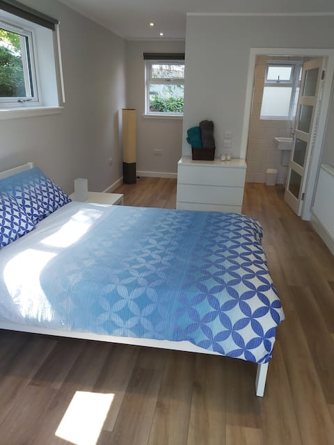 Bright,spacious room , free parking, dogs welcome