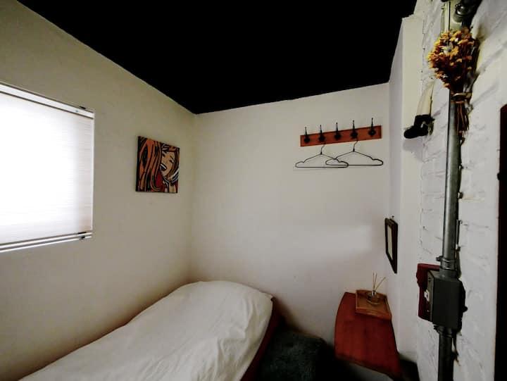 Single room with minimalism
