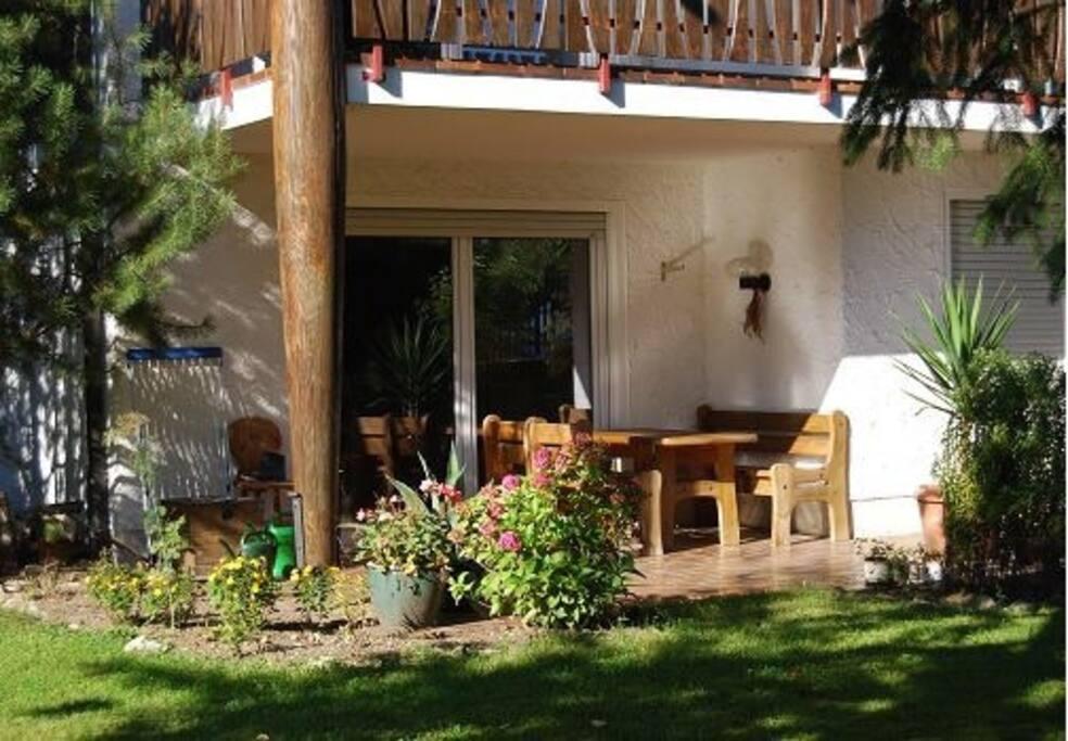 2 zi wohnung mit terrasse chiemsee wohnungen zur miete in chieming bayern deutschland. Black Bedroom Furniture Sets. Home Design Ideas
