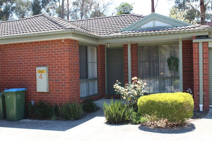 Australian Home Away at Bardia Ringwood