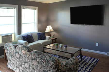 Private room near Downtown Alexandria